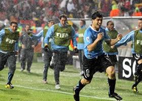 Festejos de Suárez del primer gol ante Korea del Sur