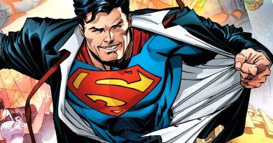Superman con nuevo traje y 73 años