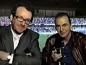 Elvis Costello comentarista de fútbol
