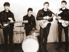 The Beatles en 1960. George Harrison, Pete Best, John Lennon y Paul McCartney.