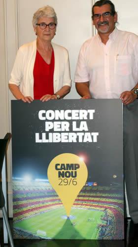 La directora de Ómnium CulturalMuriel Casals junto a Waldemar García columnista de El Reporte