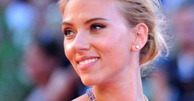 Scarlett Johansson furiosa contra Globos de Oro y su prensa machista