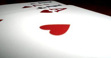 Gana al póker porque sabe mentir